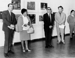 Od lewej Wojciech Boczkowski (kierownik Wydziału Kultury i Sztuki RN m. Łodzi), B. Lisówna, dyr. Ryszard Stanisławski, x, red. Henryk Pawlak (Głos Robotniczy)