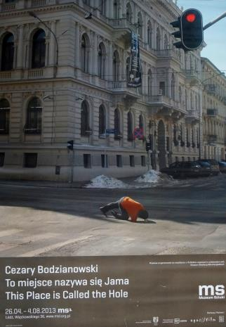 [Plakat] Cezary Bodzianowski. To miejsce nazywa się jama […]