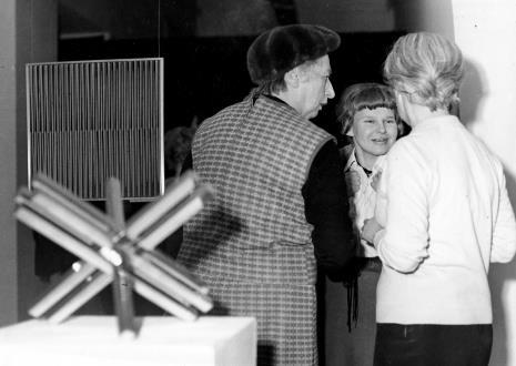 Od lewej H. Blum, Janina Ładnowska (Dział Sztuki Nowoczesnej),