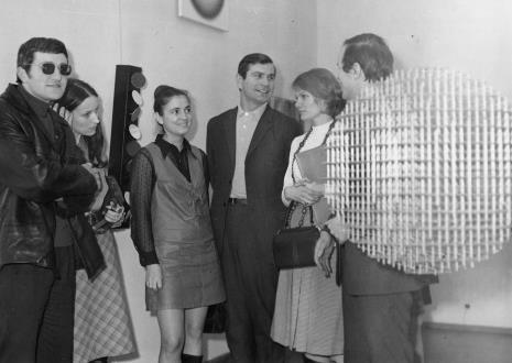 Od lewej Lech Siemionowicz, Barbara Brzezińska, Barbara Robakowska, Józef Robakowski, Małgorzata Zagrodzka, Janusz Zagrodzki (Dział Grafiki i Rysunku Nowoczesnego)