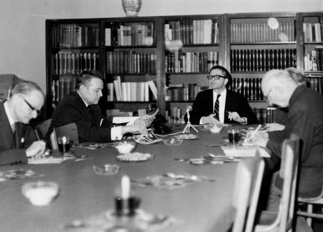 Od lewej red. Roman Janisławski (PAP), red. Jerzy Urbankiewicz, dyr. Ryszard Stanisławski, red. Mieczysław Jagoszewski (Dziennik Łódzki)