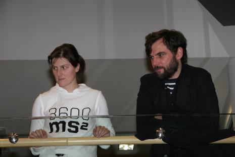 Julita Wójcik po zakończeniu performance Bieg na 3600 ms2, z prawej Jacek Niegoda (CUKT)