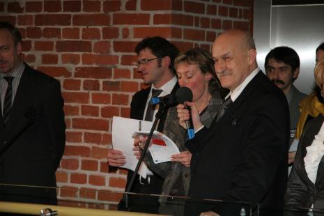 Od lewej minister Bohdan Zdrojewski (MKDiN), dyr. Jarosław Suchan (ms), tłumaczka, prezydent Łodzi Jerzy Kropiwnicki, dr Marcin Stasiewicz (Dział Dokumentacji Naukowej)