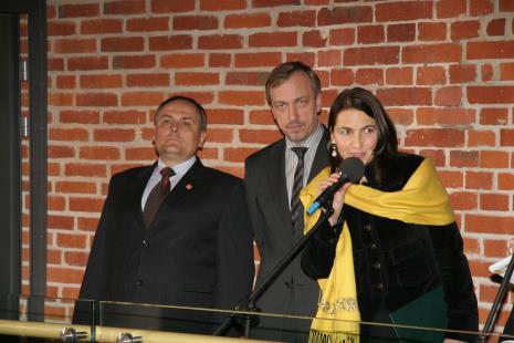 Od lewej Włodzimierz Fisiak (marszałek województwa łódzkiego), Bohdan Zdrojewski (Minister Kultury i Dziedzictwa Narodowego), Zofia Wysocka (przedstawicielka firmy APSYS)