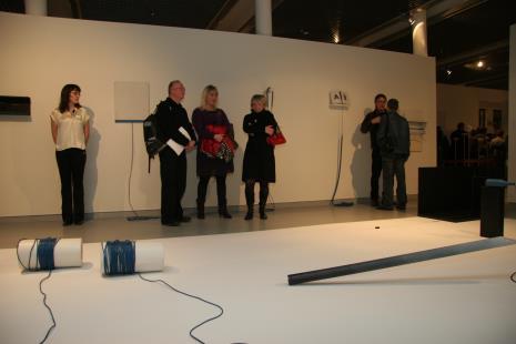 Od lewej x, Jerzy Grzegorski (Galeria Wschodnia w Łodzi, x, x, Grzegorz Borkwski (CSW Zamek Ujazdowski w Warszawie), Paweł Hartman (tyłem)