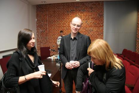 Od lewej Sylwia Kolbowsky, Jarosław Lubiak i Maria Morzuch (Dział Sztuki Nowoczesnej)