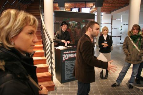 od lewej x, Artur Malewski, Leszek Karczewski (kierownik Działu Edukacji), Marta Wlazeł (Dział Edukacji), x