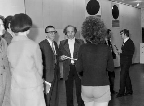 W środku dyr. Ryszard Stanisławski i Eugenio Carmi, pierwszy z prawej Bogusław Olawa-Olawiński (konserwator zabytków)