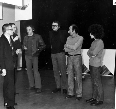 Od lewej dyr. Ryszard Stanisławski, Zbigniew Gostomski, inż. Jakub Wujek, x, Eugenio Carmi z córką