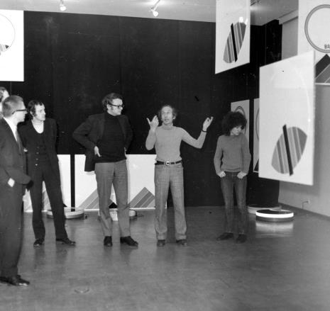 Od lewej dyr. Ryszard Stanisławski, Zbigniew Gostomski, Jakub Wujek, x, E. Carmi z córką