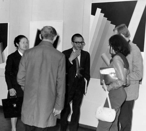 Od lewej red. Ewa Garztecka (Trybuna Ludu), dyr. Ryszard Stanisławski, Bogusław  Balicki (plakacista), Ewa Stanisławska-Balicka (absolwentka PWSSP w Łodzi)