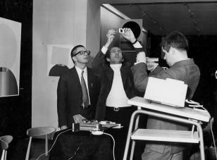 Od lewej dyr. Ryszard Stanisławski, Eugenio Carmi, dr Jacek Ojrzyński (Dział Dokumentacji Naukowej)