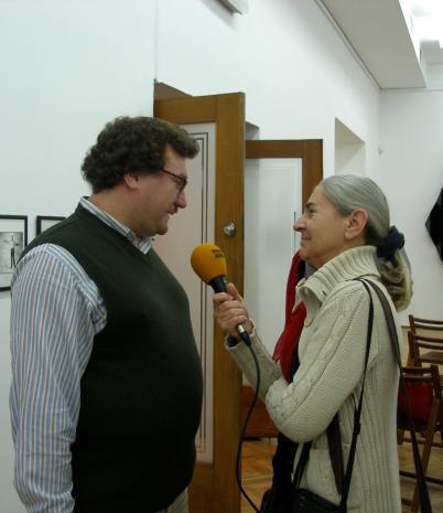Cezary Bodzianowski udziela wywiadu red. Krystynie Namysłowskiej (Polskie Radio Łódź)