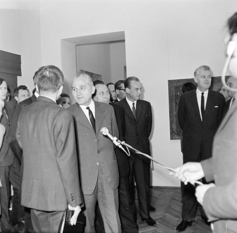Przy mikrofonie Bolesław Koperski (I sekretarz KŁ PZPR), pierwszy z prawej Jerzy Lorens (przewodniczący Prezydium Rady Narodowej Miasta Łodzi)