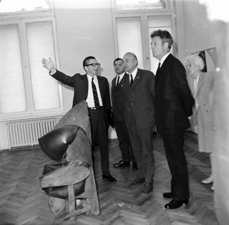 W środku dyr. Ryszard Stanisławski i Bolesław Koperski (I sekretarz KŁ PZPR), z prawej Wojciech Boczkowski (kierownik Wydziału Kultury i Sztuki RN m. Łodzi)