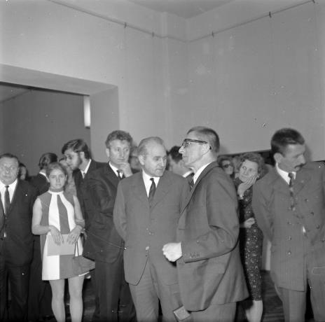 Od prawej Benon Liberski, x, dyr. Ryszard Stanisławski, Bolesław Koperski (I sekretarz Komitetu Łódzkiego PZPR), Jerzy Chabelski [?, sekretarz KŁ PZPR)