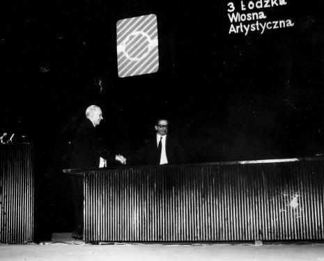 Otwarcie sesji, dyr. Ryszard Stanisławski wita Jana Brzękowskiego