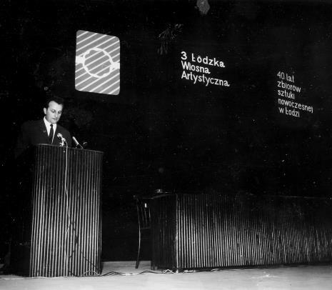 Przemawia Wojciech Boczkowski (kierownik Wydziału Kultury i Sztuki RN m. Łodzi)