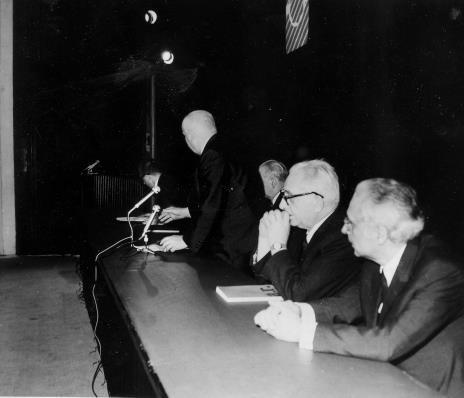 Od lewej, dyr. Ryszard Stanisławski, prof. Juliusz Starzyński, Jan Brzękowski, prof. Ksawery Piwocki, dr Mieczysław Porębski