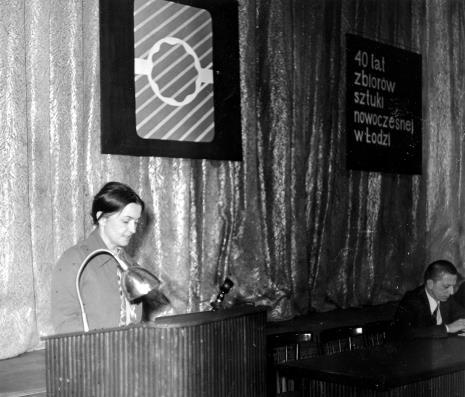 Referat dr Heleny Karwackiej, obok dyr. Ryszard Stanisławski