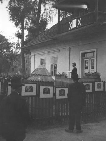 Sołtys wsi Lipnica Mała zachęca do obejrzenia wystawy