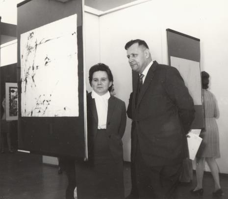 Genowefa Okulicz (Dział Naukowo - Oświatowy) i dr F. Bronowski