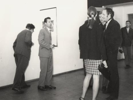 Od lewej Bolesław Utkin (malarz), Zdzisław Głowacki (malarz), Bogusław Balicki (grafik, plakacista), inż. Jakub Wujek (architekt, aranżacje wystaw w ms), Krystyn Zieliński