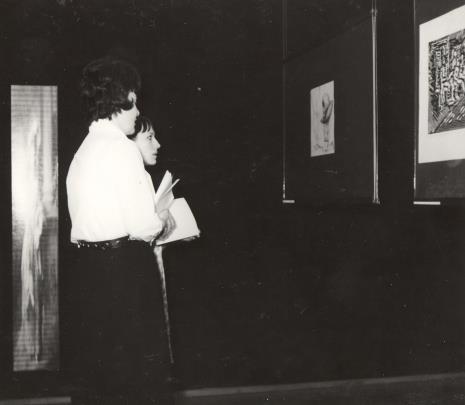 Z lewej Janina Ojrzyńska (Dział Naukowo - Oświatowy)