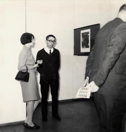 Urszula Czartoryska (Dział Fotografii i Technik Wizualnych) i malarz Stanisław Fijałkowski