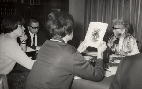 Od lewej red. Henryka Rumowska (TV), dyr. Ryszard Stanisławski, red. Krystyna Tamulewicz (Polskie Radio), red. Jadwiga Sakowicz (Głos Robotniczy)