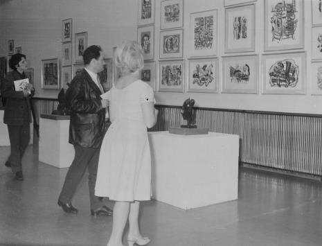 Od lewej red. Gustaw Romanowski (Odgłosy), red. Henryk Pawlak (Express Ilustrowany), Anna Łabęcka (Dział Sztuki Nowoczesnej)