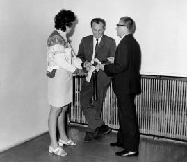 Od lewej red. Henryka Rumowska (TVP), Wojciech Boczkowski (kierownik Wydziału Kultury i Sztuki RN m. Łodzi), dyr. Ryszard Stanisławski