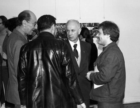W środku Eugeniusz Haneman (Łódzkie Towarzystwo Fotograficzne), obok Zdzisław Sowiński (PWSSTFiTv)