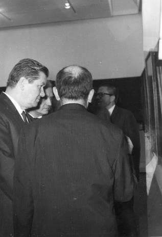 Z lewej Lucjan Motyka (Minister Kultury i Sztuki)