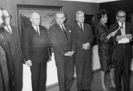 Od lewej prof. Ksawery Piwocki, prof. Stanisław Lorentz, Edward Kaźmierczak (przewodniczący Rady Narodowej M. Łodzi), Józef Spychalski (I sekretarz KŁ PZPR), red. Krystyna Tamulewicz, dyr. Ryszard Stanisławski