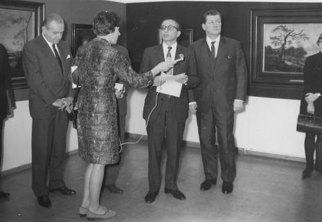 Od lewej Edward Kaźmierczak (przewodniczący Rady Narodowej w Łodzi), red. Krystyna Tamulewicz (Polskie Radio), dyr. Ryszard Stanisławski, Lucjan Motyka (Minister Kultury i Sztuki)