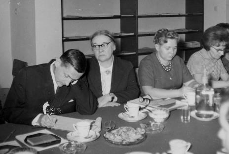 Od lewej prof. Andrzej Nadolski (Muzeum Archeologiczne i Etnograficzne w Łodzi), Jadwiga Grodzka (kierownik Muzeum w Łęczycy), Jadwiga Pilichowska (Wydział Kultury WRN), Zofia Włodarczykowa (KŁ PZPR)