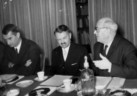 Od lewej Jerzy Banach (dyrektor Muzeum Narodowego w Krakowie), Stanisław Mierzejewski (dyrektor Muzeum Historii Ruchu Rewolucyjnego w Łodzi), prof. Konrad Jażdżewski (dyrektor Muzeum Archeologicznego i Etnograficznego w Łodzi)