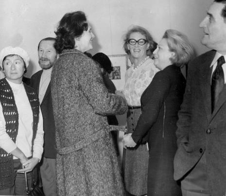 Od lewej malarz Jan Łukasik z żoną, E. Grabska, J. Wiercińska, Anna Łabęcka (Dział Sztuki Nowoczesnej), J. Mazurczyk