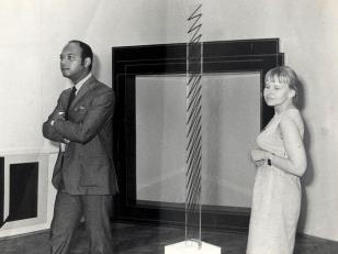 Kynaston McShine (kurator Museum of Modern Art w Nowym Jorku) i Janina Ładnowska (Dział Sztuki Nowoczesnej)