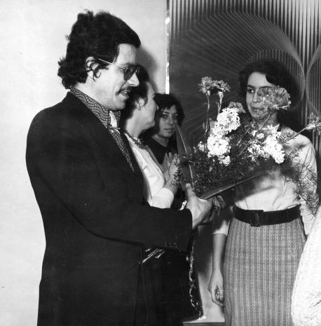 Na pierwszym planie Alberto Biasi i Katarzyna Pawłowska-Horna (Dział Realizacji Wystaw i Wydawnictw)