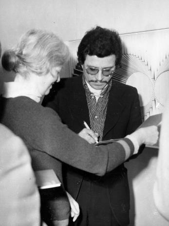 Alberto Biasi podczas wernisażu