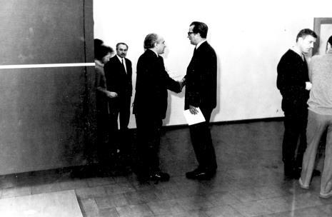 drugi z lewej Ryszard Brudzyński (wicedyrektor ms), drugi z prawej Wiesław Garboliński (malarz, prezes ZPAP w Łodzi)