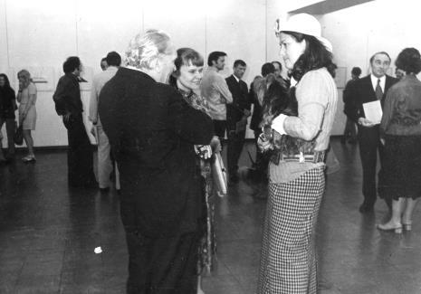 Jan Lenica w rozmowie z Janiną Ładnowską (Dział Sztuki Nowoczesnej) i Ewą Pape (kolekcjonerka, mecenas artystyczny z Nowego Jorku)