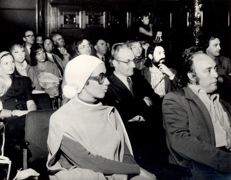 W białej chustce Daniéle Giraudy (kustosz Muzeum Sztuk Pięknych w Marsylii), z tyłu w okularach P. Breyer, z brodą Donato Ferrari, z bakami P. Gaudibert