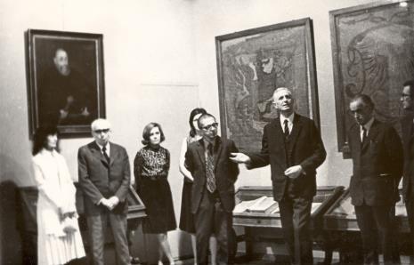 W Muzeum Czartoryskich w Krakowie, od prawej x, M. Roztworowski, dyr. Ryszard Stanisławski