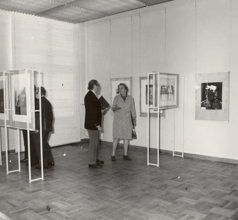 Doc. H. Blumówna w rozmowie z R. Oxenaarem (Rijksmuseum Kroller-Muller)