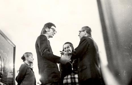 Od lewej Janina Ładnowska (Dział Sztuki Nowoczesnej), x, x, dyr. Ryszard Stanisławski