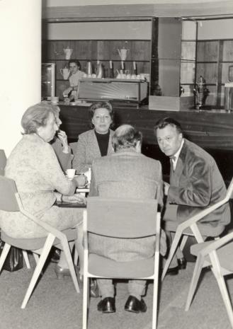 Od lewej doc. H. Blumówna, G. Martin-Mery-Tauvines, dyr. Thomas M. Messer (The Solomon Guggenheim Museum w Nowym Jorku)