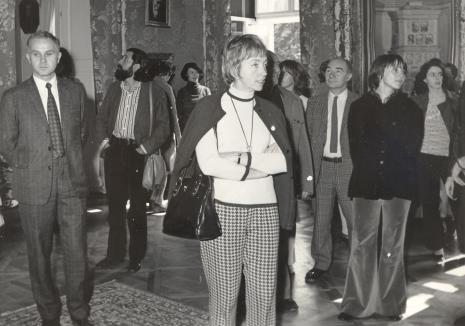 od lewej J. Kaczmarski, Donato Ferrari, (w głębi) Urszula Czartoryska (Dział Fotografii i Technik Wizualnych), pani Selz, T. Grochowiak, K. Śmiechowska
